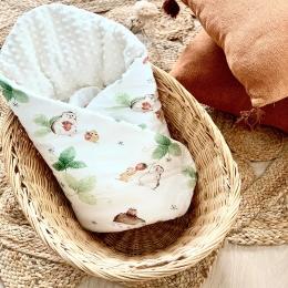 Bonjour, Ça y est, la nouvelle collection «fraise» 🍓 est installée sur le site !! Sur la photo une jolie gigoteuse emmaillotage.  Vous savez ce produit est multi-function 😍 - une gigoteuse qui enveloppe votre bébé dans un cocon  - une couverture  - parfaite pour les sorties en poussette nacelle - un tapis de jeu  🍓 🍓 🍓 #gigoteuse #herisson #minky #fraise #bebe #futuremaman #mumlife #listedenaissance #cadeaudenaissance #newborn #pregnant #enceinte #babyshower #baby