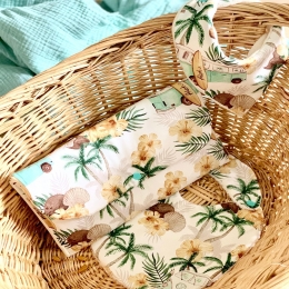 Bonjour, La couverture d'été «aloha» c'était un véritable coup de cœur pour vous c'est pour ça je vous ai préparé quelques accessoires avec ce magnifique tissu - un bavoir, un bavoir bandana et une pochette à couches 😚😉 • • • #accessoirebebe #maternité #enceinte #babygiftideas #pourbebe #listedenaissance #cadeaudenaissance #babyshower #bavoir #bavoirbandana #pochette #futuremaman #mumtobe #mumtobe2020 #pregnant #babyboutique #babygirl #babyboy