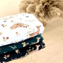 Vos couvertures «Bambi» disponibles avec fond blanc, vert foncé ou noir! A vous de choisir, les trois sont disponibles en ligne. • • • #couverturebebe #accessoirebebe #enceinte #futuremaman #mumtobe #creatricebebe #pregnant #babyshower #pourbebe #baby #chambrebebe #decochambrebebe #listedenaissance #nouveauné #cadeaudenaissance